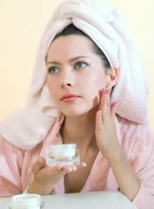 dermatologii-avertizeaza-crema-de-fata-trebuie-schimbata-o-data-la-trei-luni